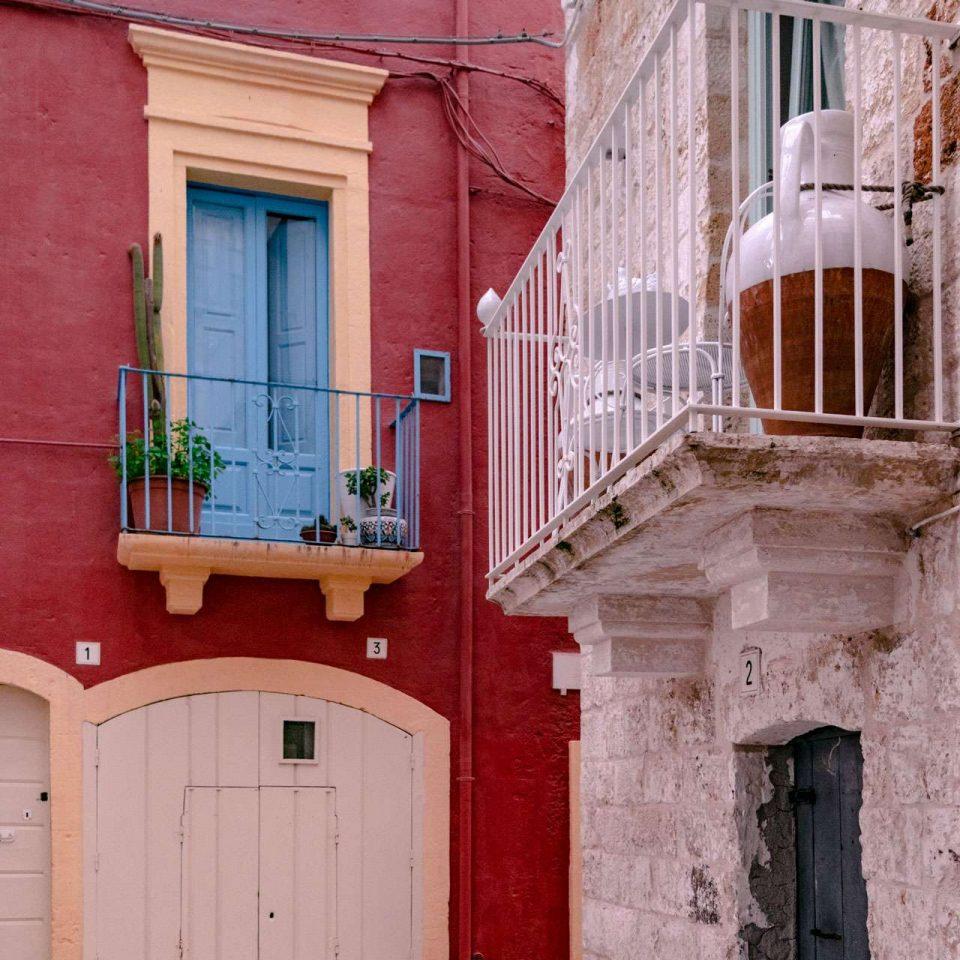 A colorful street at Polignano a Mare | Cala Monachile | Puglia