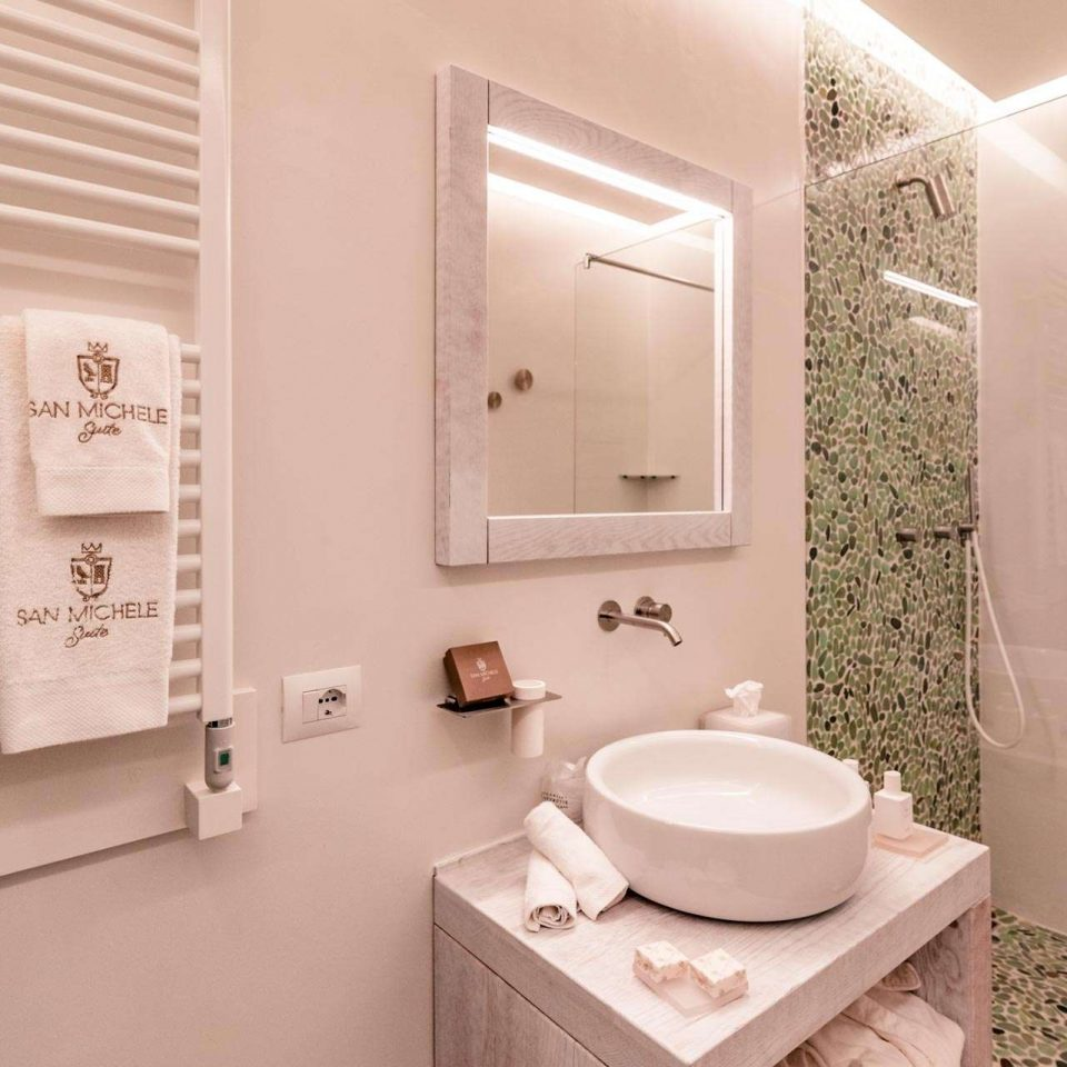 Bathroom in one of the luxury suites in Polignano a Mare at San Michele Suite