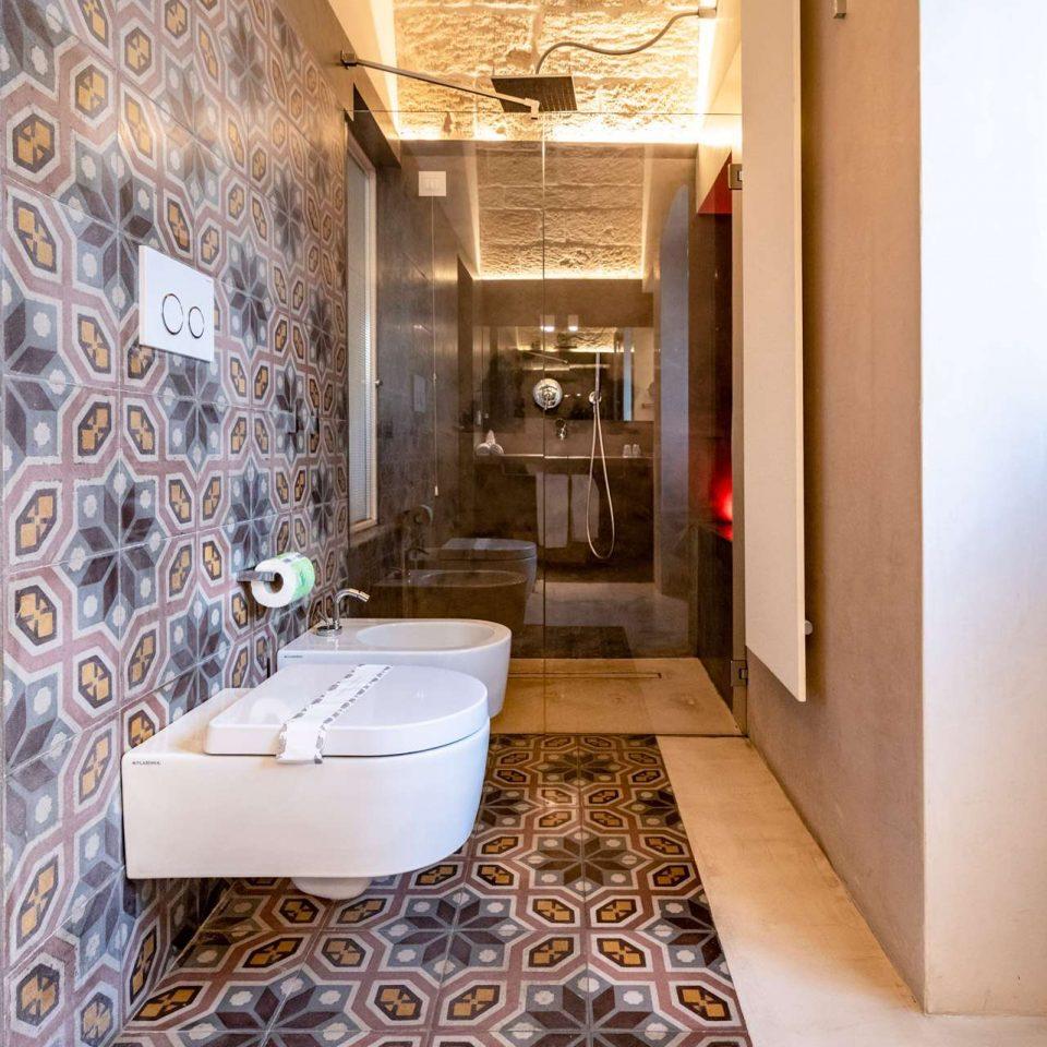 The bathroom in one of the five luxury flats at Cinquevite in Polignano a Mare | Puglia