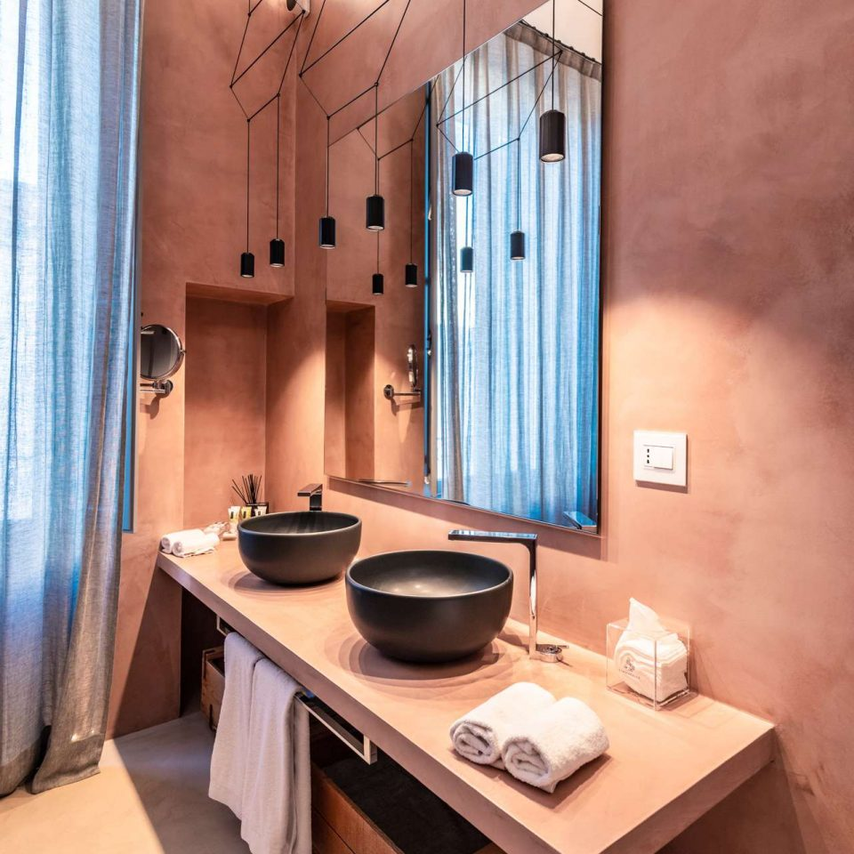 A detail of a bathroom in one of the five luxury flats at Cinquevite in Polignano a Mare | Puglia