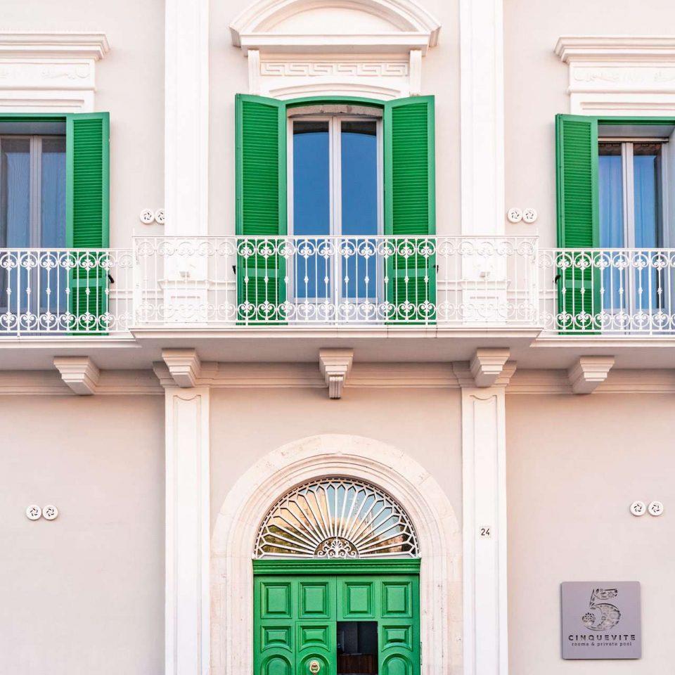 Entrance of the charming residence Cinquevite luxury flats in Polignano a Mare | Puglia