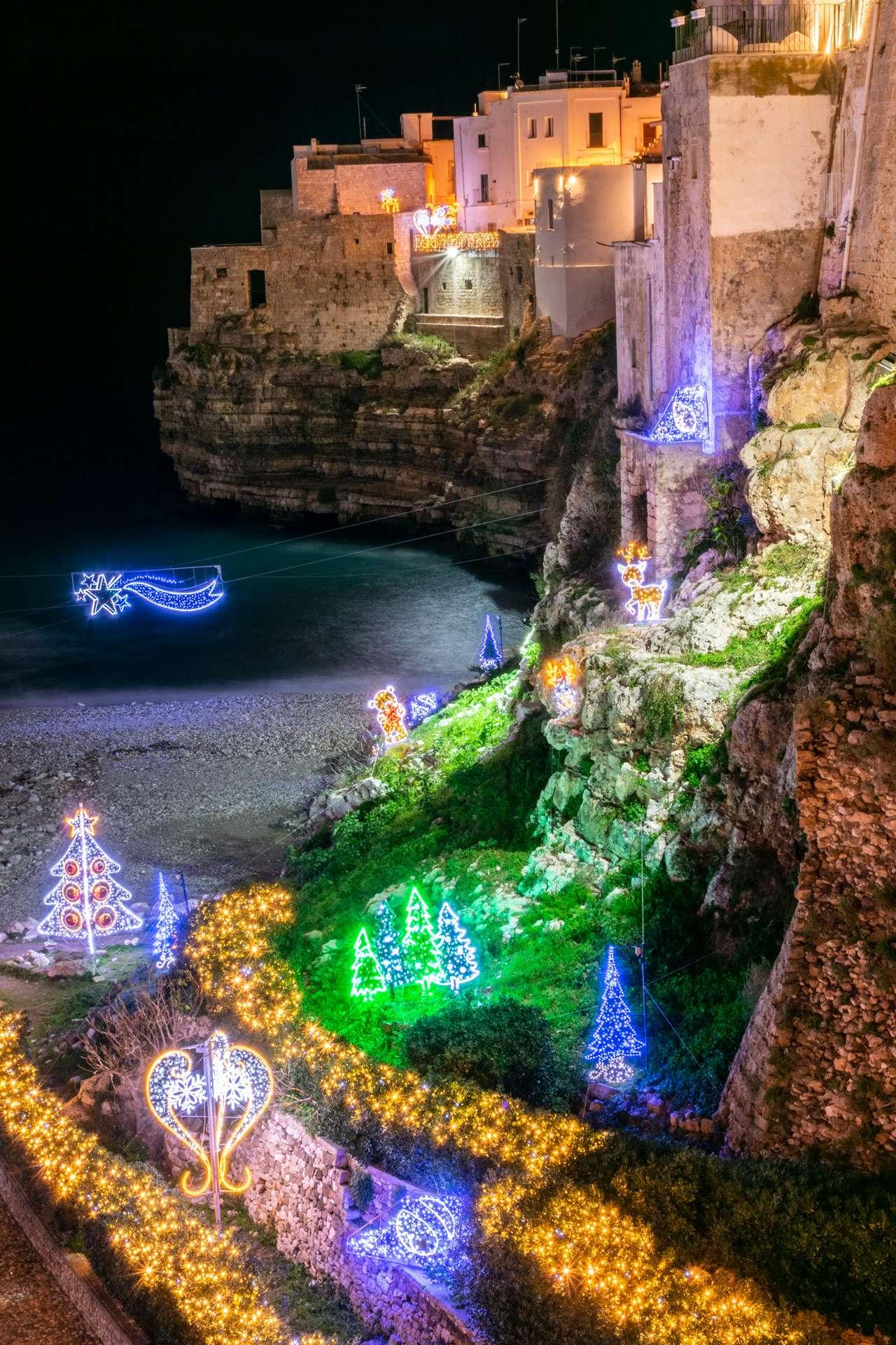Christmas lights in Puglia, Cala Monachine in Polignano a Mare