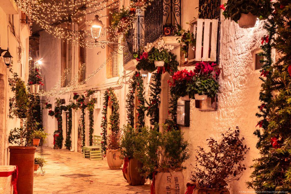 Christmas in Puglia, decorations and festoons in Locorotondo