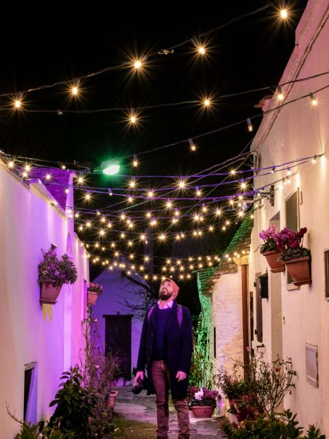 Christmas lights in Puglia, Roberto in a street of Alberobello