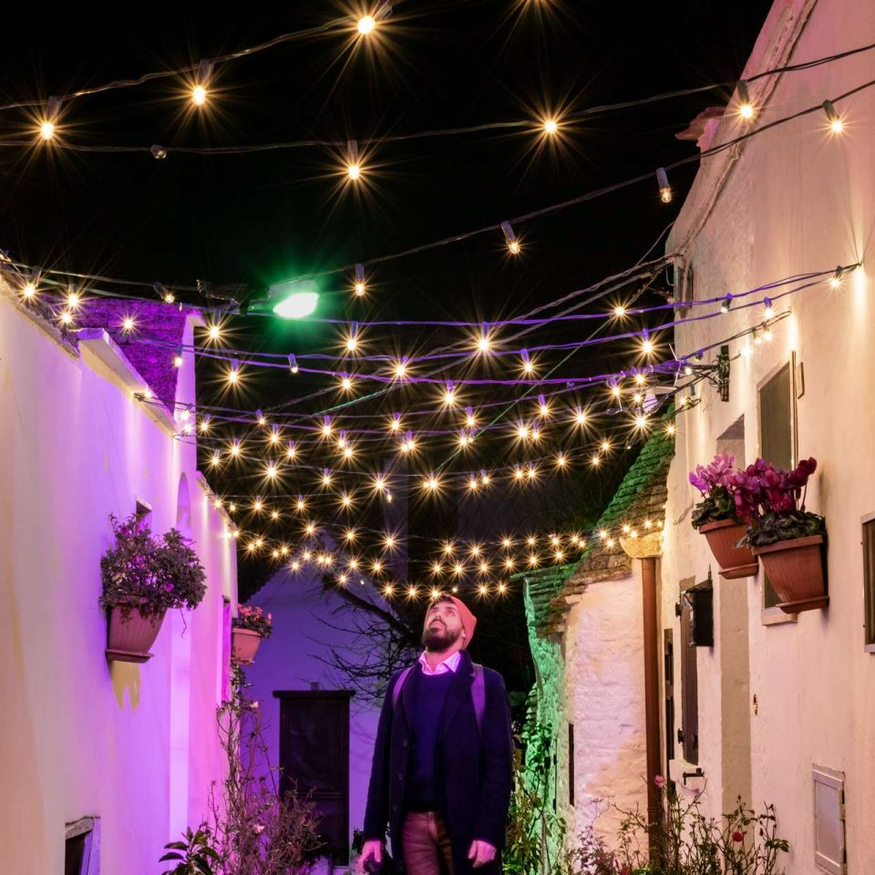 Christmas lights in Puglia, Roberto in a street of Alberobello