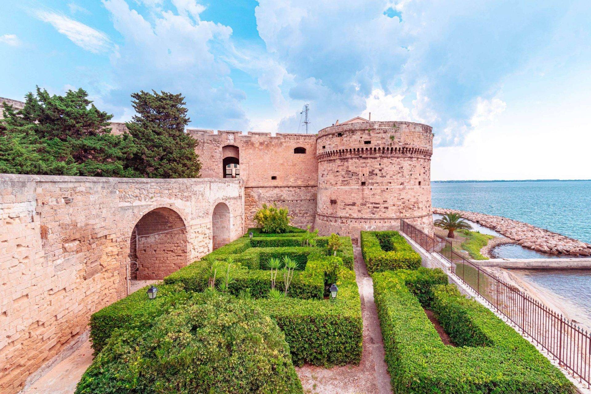 Castles in Puglia - Aragonese Castle of Taranto, the tower and the garden - Imperial Apulia